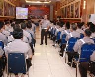 Dirlantas Polda Metro Jaya Kombes Pol DR Chryshnanda Dwi Laksana, MSI saat memimpin rapat koordinasi persiapan Operasi Simpatik 2013.