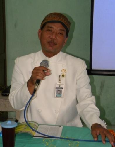 Bapak Gunarno, S.Pd., sedang memberikan paparan kurikulum 2013