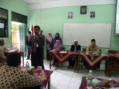Bapak Suwarjo S.Pd., M.Pd., memberikan penjelasan